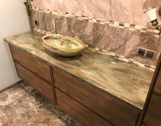 Столешница в ванной с раковиной
